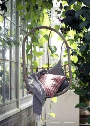 Fauteuil suspendu à un arbre